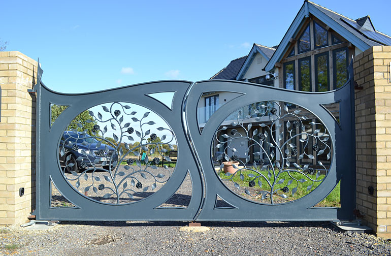 Metal drive gates with flowers, artistic gates
