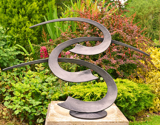 garden sculpture, sculpture for gardens, metal art, contemporary garden sculpture, modern art for gasrdens, stylish sculpture, urban gardens, pation art