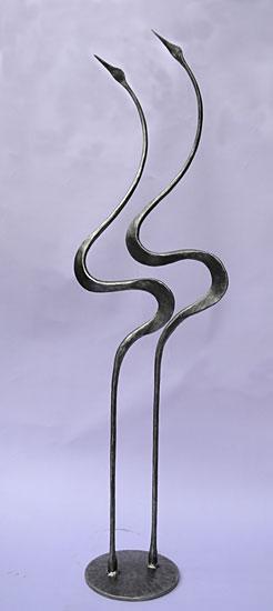 escultura interior de cigüeñas en un estilo muy contemporáneo por Paul Margetts